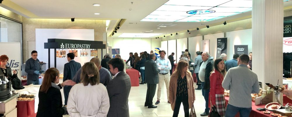 Medio centenar de profesionales del turismo de Sanxenxo se dan cita con proveedores de su central de compras